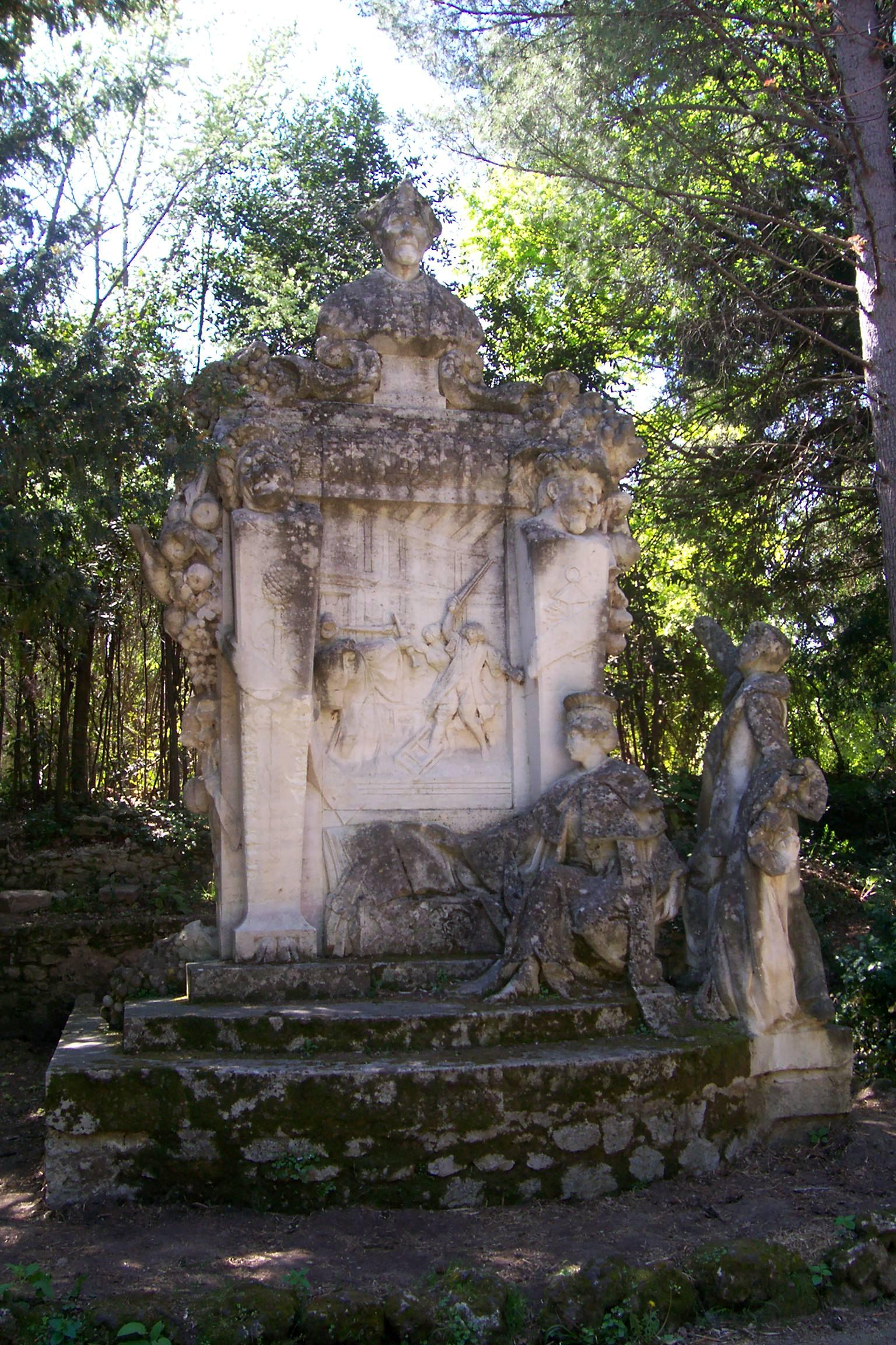 La statue de Rabelais au jardin des plantes de Montpellier