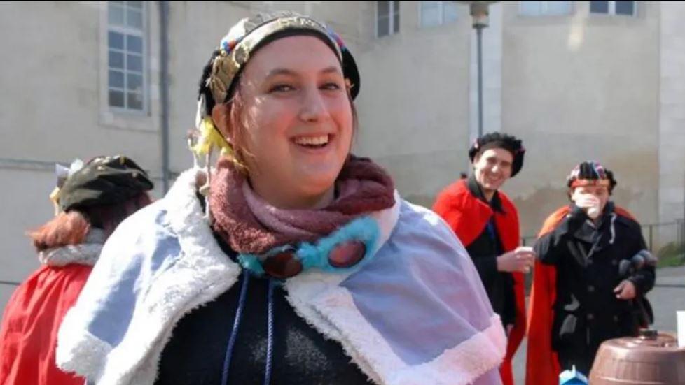 A 23 ans, Alexandra est le premier grand Maitre au féminin de l'histoire de l'ordre du Vénéré Bitard (LST)