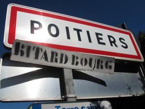 Pendant la semaine estudiantine, Poitiers est rebaptisée Bitardbourg.